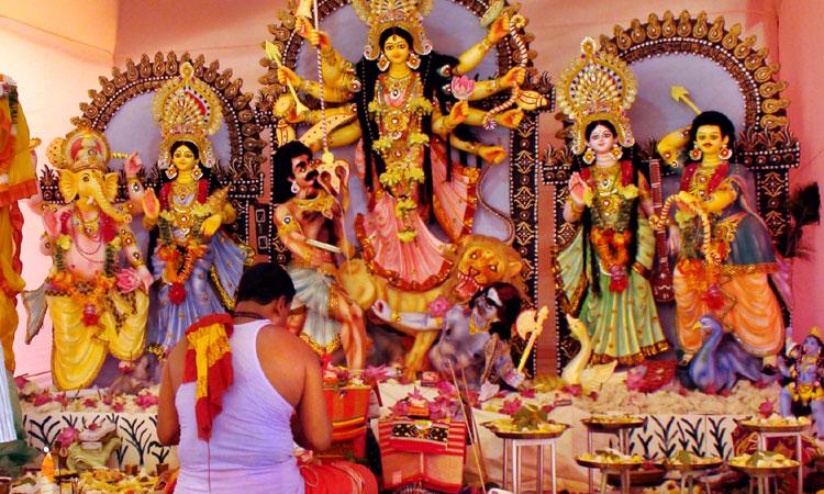 image 95153 1570502283 - আজ শুভবিজয়া, বিদায়ের সুর মণ্ডপে মণ্ডপে
