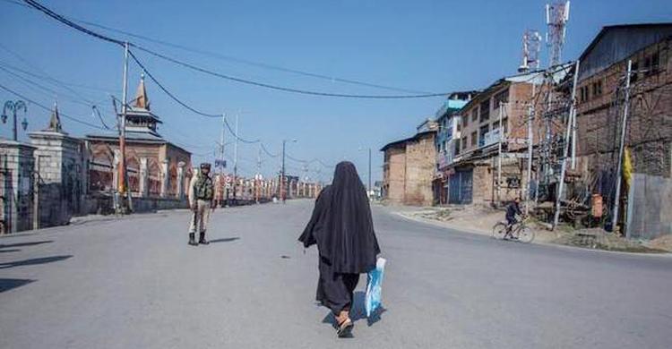 Photo of কাশ্মীরে মোবাইল সেবা চালু, বন্ধই থাকছে ইন্টারনেট