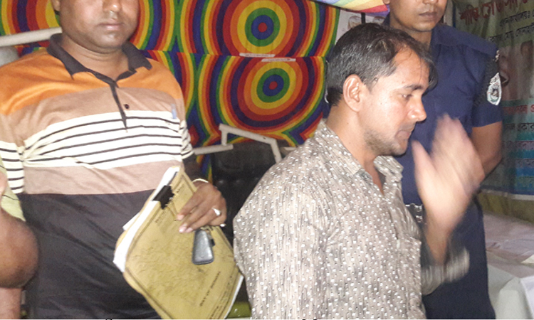 Photo of রোগী সেজে ভুয়া চিকিৎসককে আটক