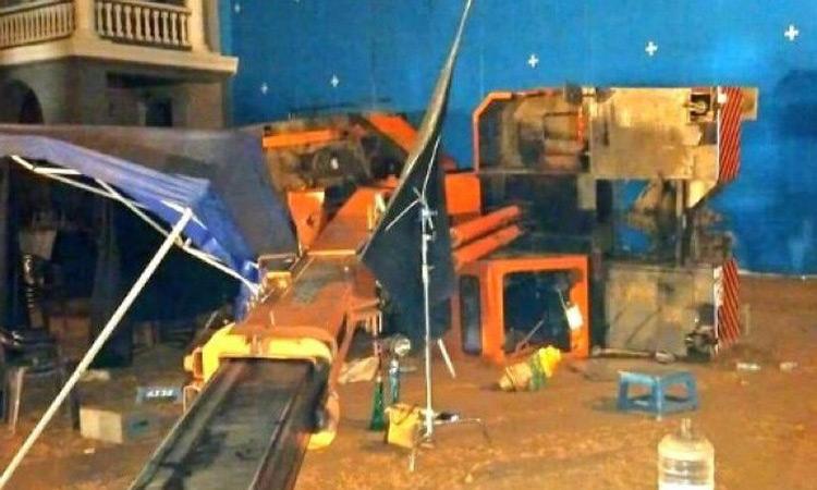Photo of ক্রেন ভেঙে ৩ সহকারী পরিচালক নিহত