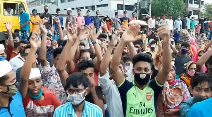 Photo of গাজীপুরে বেতনের দাবিতে লকডাউন ভেঙে সড়কে পোশাক শ্রমিকরা