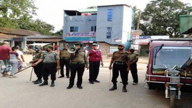 Photo of করোনা প্রতিরোধে কঠোর অবস্থানে ঘোড়াঘাটের আনসার বাহিনীর সদস্যরা
