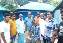Photo of মীরসরাইয়ে ক্যান্সারে আক্রান্ত সিএনজি চালককে জাতীয়তাবাদী ফোরাম আমীরাত'র অনুদান প্রদান