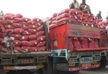 Photo of পচে যাচ্ছে ভারতে আটক ১৬৫ ট্রাক পেঁয়াজ